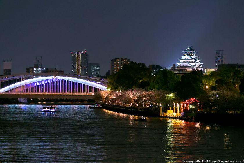 大阪城の夜景。写真:堀寿伸 https://blog.osakanight.com/